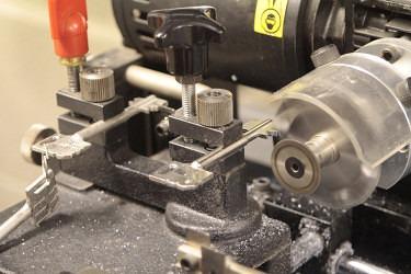 Key-cutting-machine